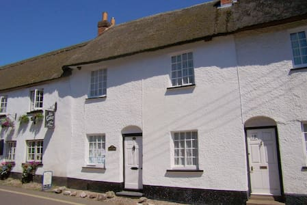 Beautiful Thatched Cottage - East Budleigh - 小木屋