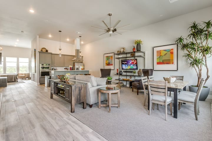 LAST MINUTE SPECIALS!  DOWNTOWN FT WORTH TOWNHOME!