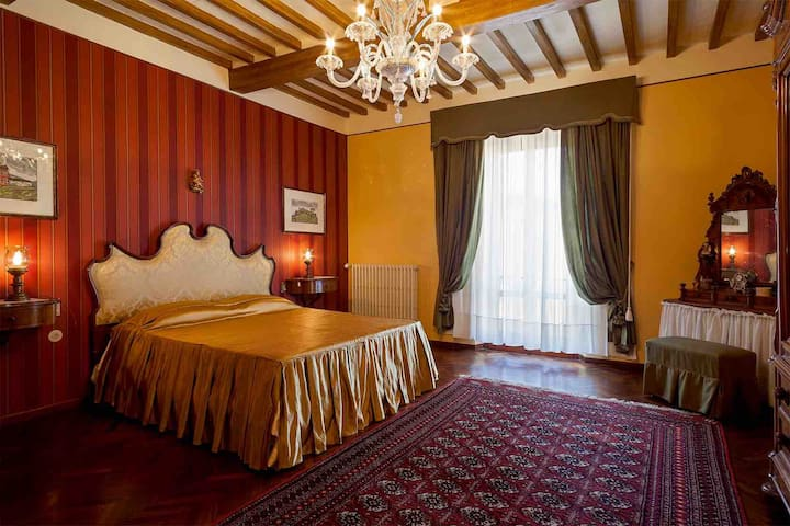 """Imperiale"" room in the Tuscan Countryside."