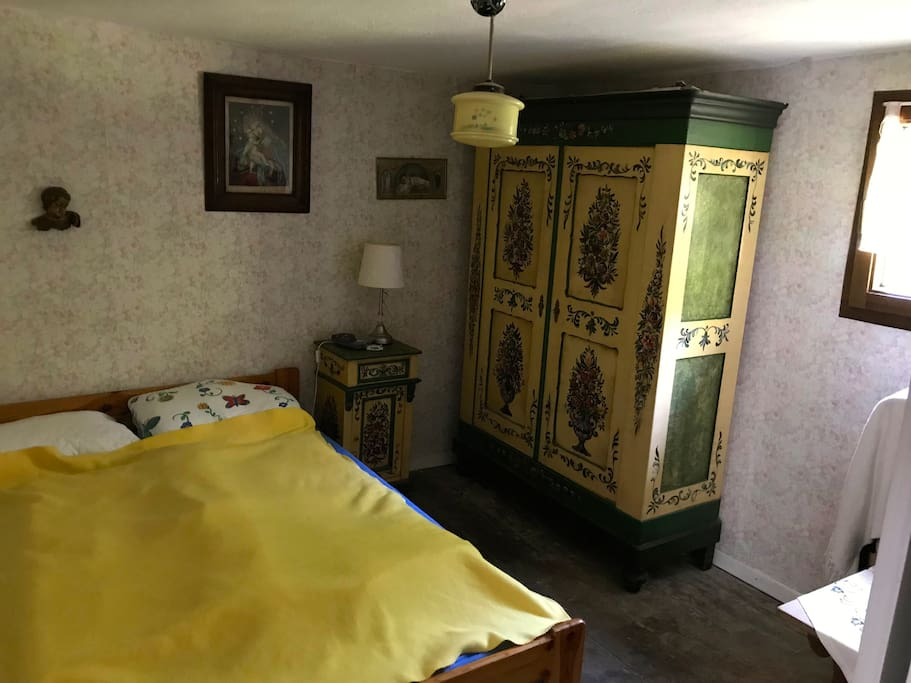 Schlafzimmer im Obergeschoss mit Doppelbett (140x200)