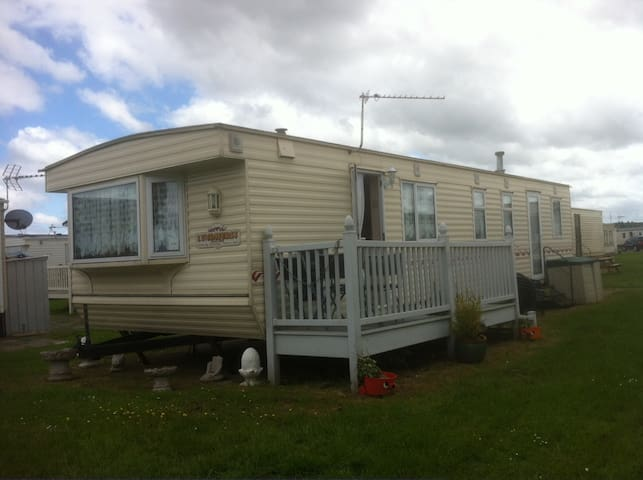 Mobile Holiday Home on Holiday Park, Sheerness. - Kent - Annat