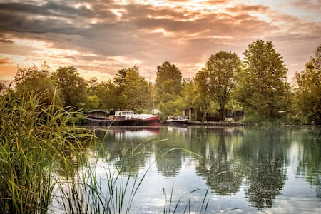 Boat on an island nearby Amsterdam - aalsmeer - Boot