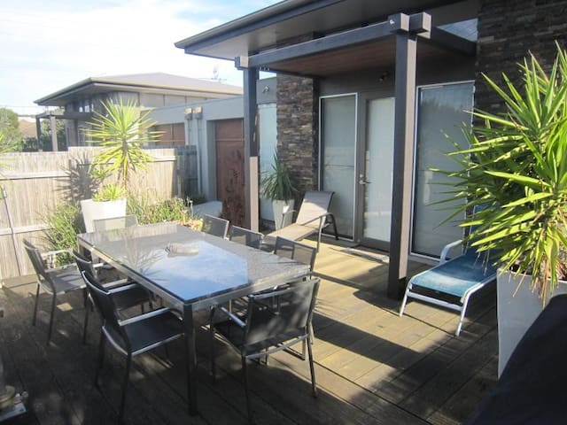 two bedroom house close to beach - Point Lonsdale - Rekkehus