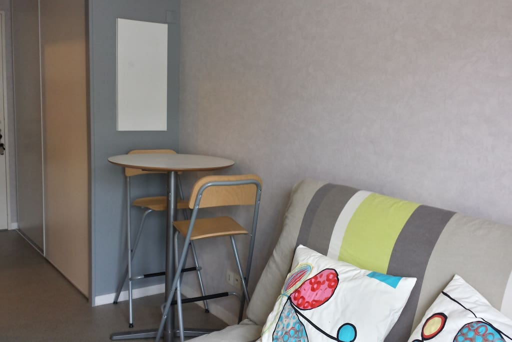 studio tout quip centre nantes apartments for rent in nantes pays de la loire france. Black Bedroom Furniture Sets. Home Design Ideas