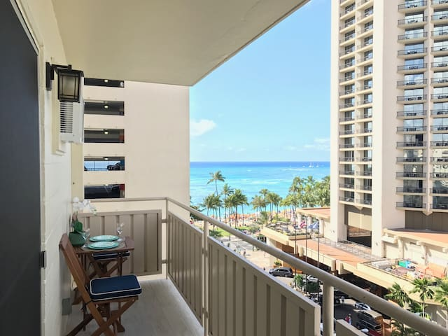 Ocean View, Steps to Beach, Waikiki Penthouse -A