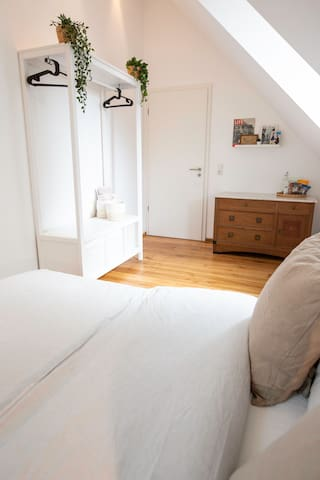 Guest bedroom with double bed (140cm x 200cm)