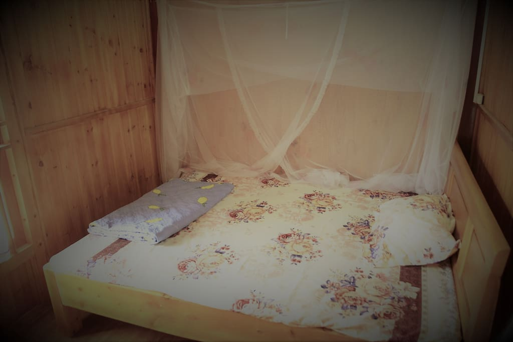 Larger room with double bed