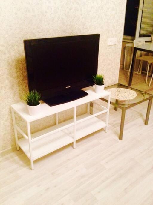 Плазменный жк телевизор и новая стильная тумба