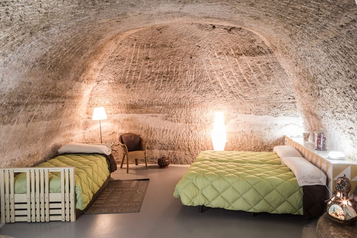 Cave Hotel - Mochuelo Cave ( 4/8 people )