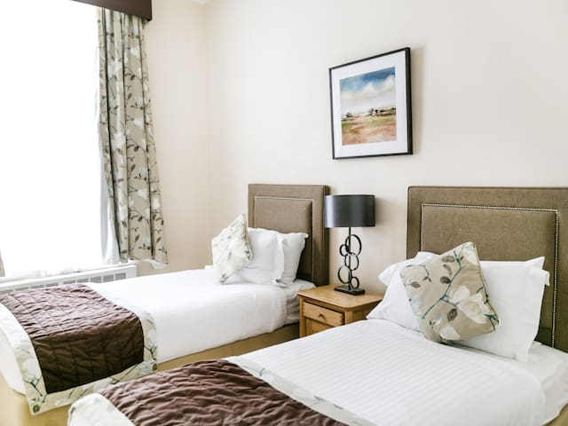 Park Lane Apartments - Shaw House - Two Bedroom