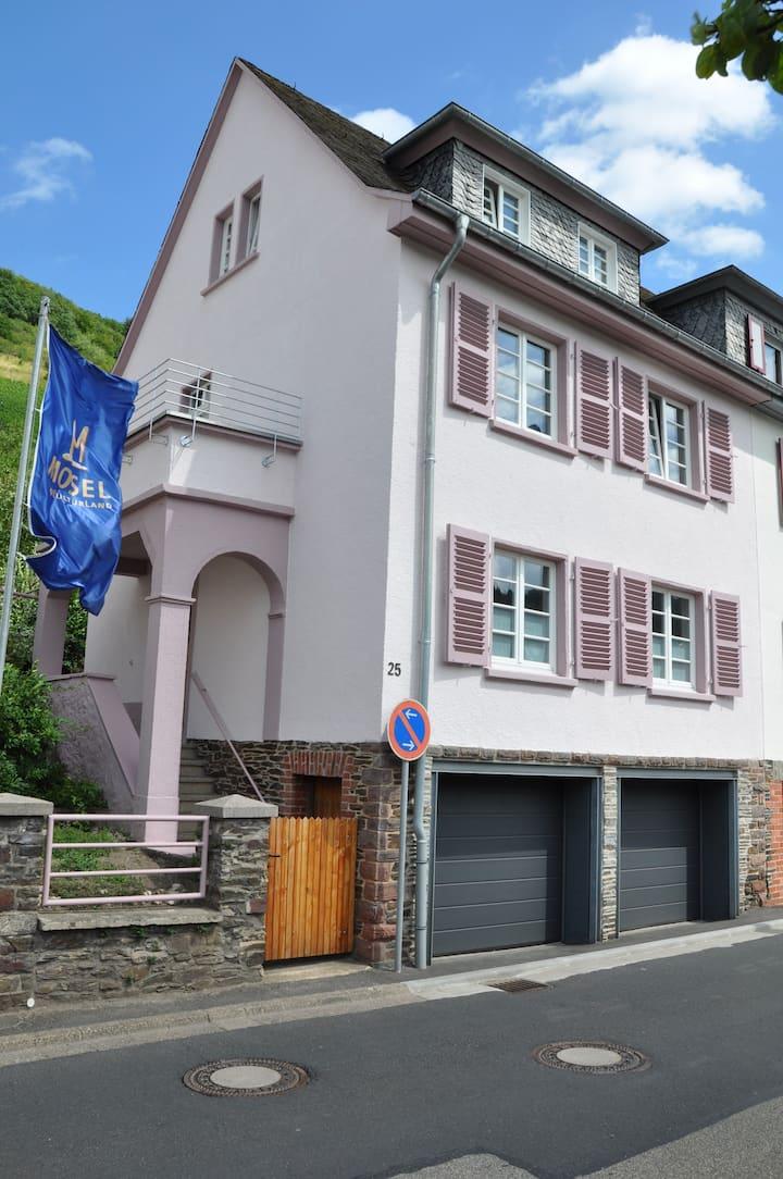 Cochem: Ferienhaus mit Sonnengarten und 2 Garagen