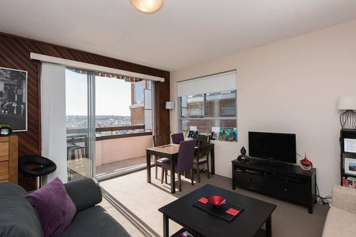 Large Room in bright, spacious Bondi Apartment. - Bondi - Apartemen