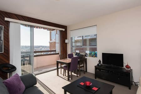 Large Room in bright, spacious Bondi Apartment. - Bondi - Appartement