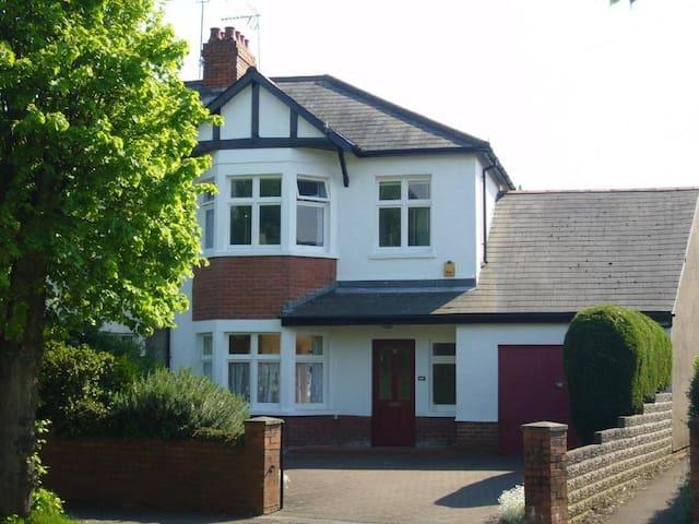 Small room in Penarth, close to Cardiff - Penarth - Casa
