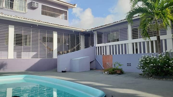 Casa com piscina próxima da praia com garagem