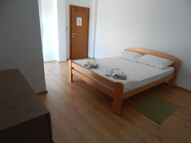 Private double bed room with balcon - Mostar - Lejlighed