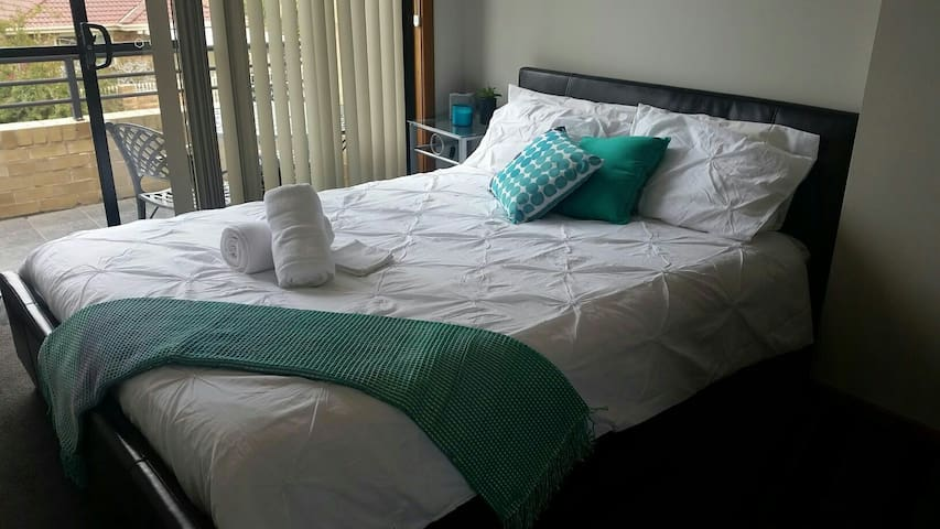 Convenient 1br with balcony - Merewether - Hus