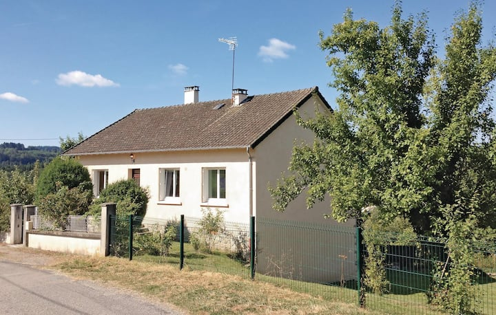 Holiday cottage with 3 bedrooms on 80m² in Peyrat le Château