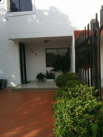 Habitación privada y zonas compartidas Casa UPAR-3 - Valledupar - Casa