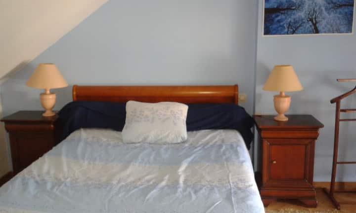Chambre+SDB privée dans petite maison individuelle