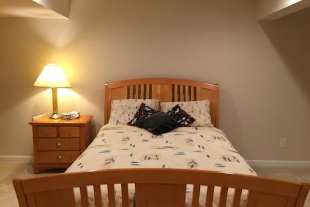 Large Spacious Basement Room w/ Closet & Bathroom! - Glen Allen - Casa