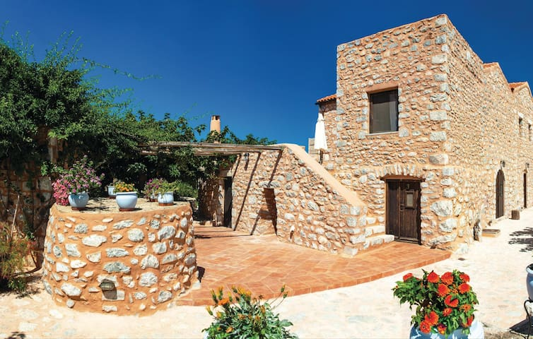 Holiday cottage with 5 bedrooms on 150 m² in Pirgos Dirou