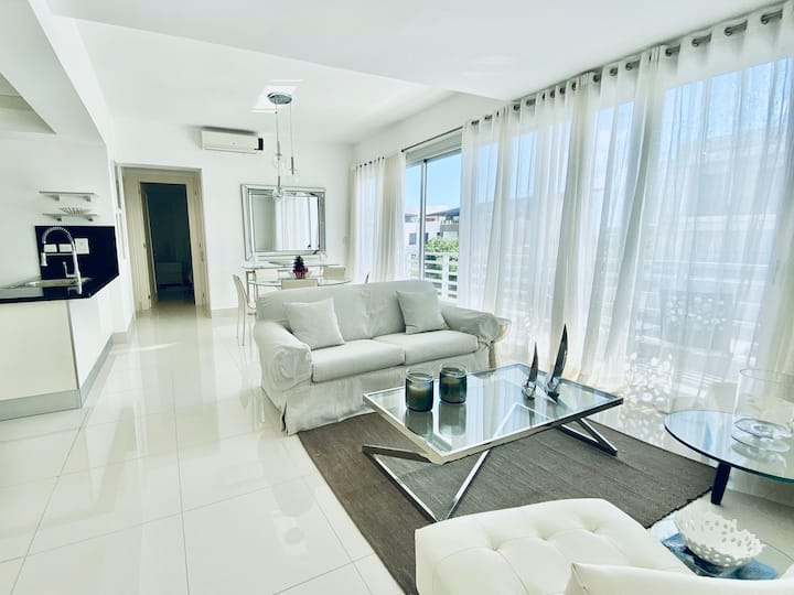 «RELAXING White Apt ~ 5 min from DR's TOP Beaches»
