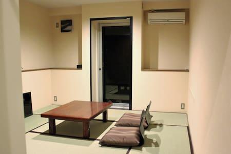 【激安!!!!!!】箱根芦ノ湖・温泉旅館「虎乃湯」の和室