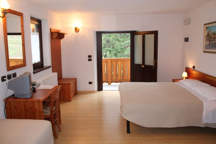 Camere indipendenti allocate in una Country-House - Nimis - Bed & Breakfast