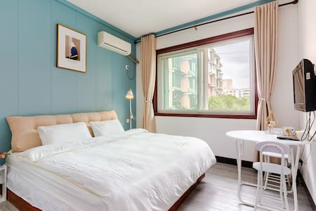 考拉小居 近方特近市中心北欧风大床一居室,同层3套相同房源可选,适合家庭出行。