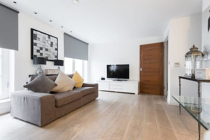 Trafalgar Square and River Thames on your doorstep