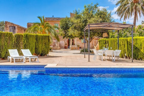 Mallorcan Country House with Wi-Fi, Pool, Terraces & Air Conditioning; Parking Available