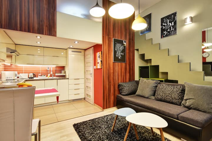 COOL COLORS FLAT LOCATED IN THE HEART OF BUDA