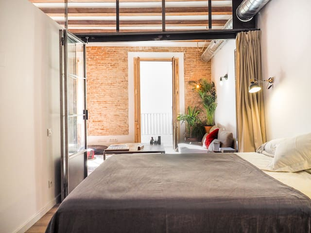 Modern room at the most cool neighborhood in Bcn