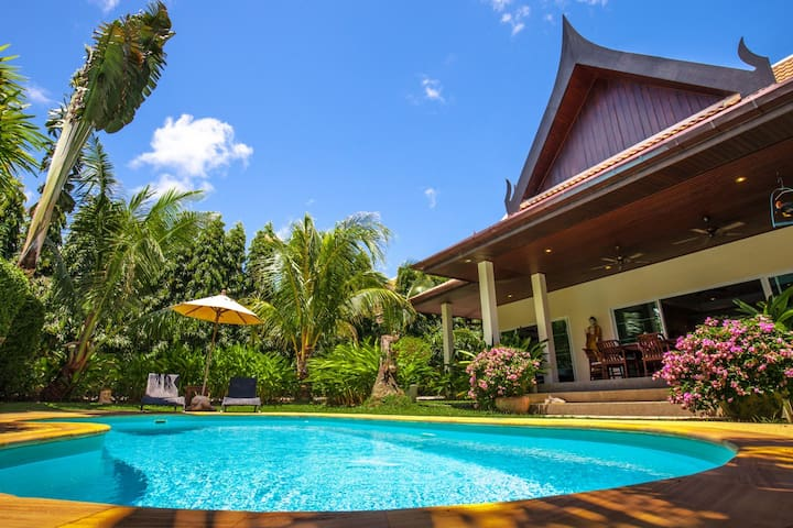 Comfortable Lovely Family Villa with Private Pool