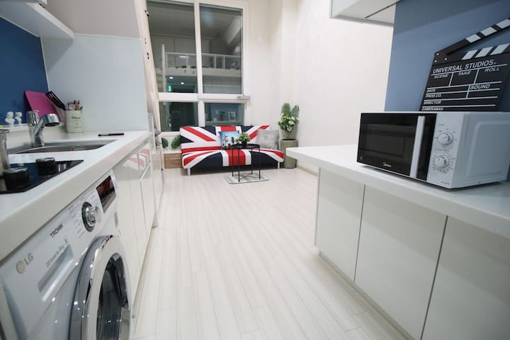 【3-4mins】Hongdae/Sinchon New Cozy Loft Free Wifi
