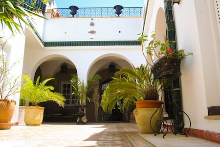 Authentic riad in Hammamet center. Chambre double