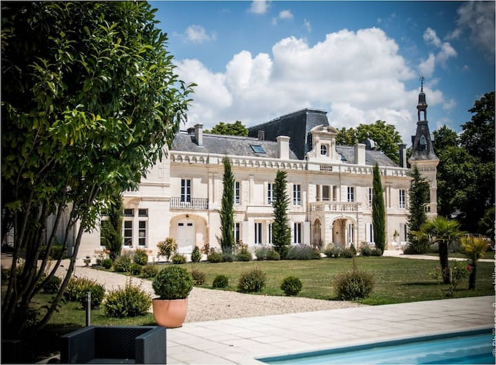 Elegant castle in Cognac France
