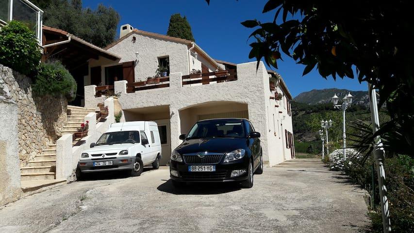 Studio, bas de villa. - Sainte Agnès - Casa