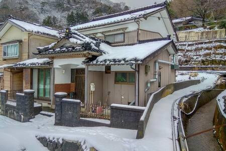 Secret powder snow stash and so close to Hakuba!