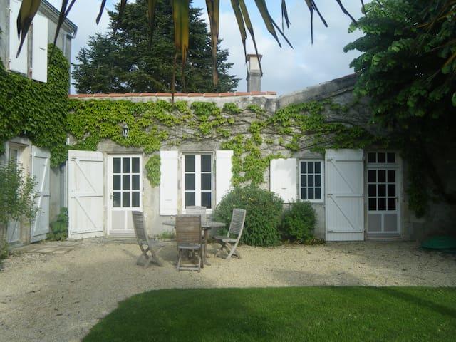 Logement à 15 mnts de La Rochelle - Bourgneuf - House