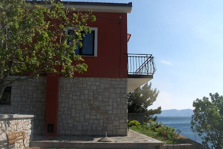 ROOM CLOSE TO SEA + PRIVATE BEACH - Vrataruša