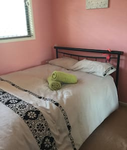 Rooms for overnight / short term rent. CMC Rocks! - Yamanto