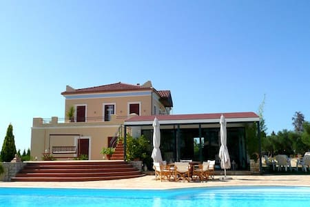 Luxurious Mansion with pool and vast gardens - Αγία Μαρίνα
