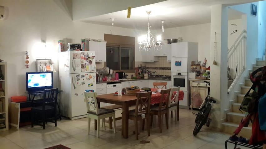 Kitchen +liveinig room - שפר - House