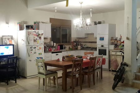 Kitchen +liveinig room - שפר - Haus