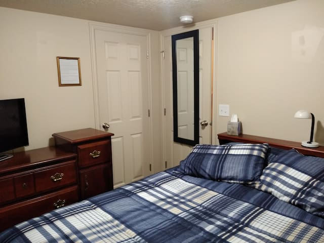 Comfortable Private Room in Quiet Saratoga Springs