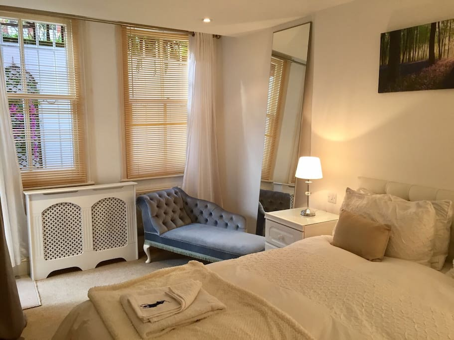 Make yourself at home in the spacious light room. Flowers by the window. Central heating throughout apartment  & air conditioning machine available.