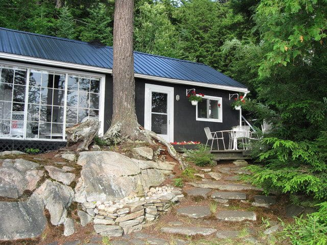 Spectacular Oxbow Lake Cottage and Guest Cabin - Huntsville - Mökki