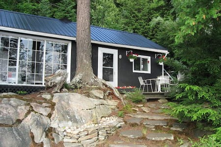 Spectacular Oxbow Lake Cottage and Guest Cabin - Huntsville